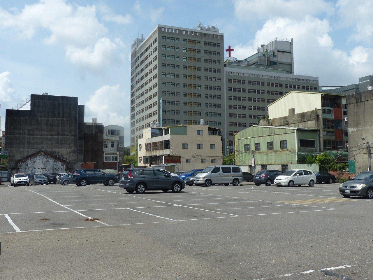 彰化基督教醫院計畫在彰基四期兒童醫院對面停車場新建醫療大樓,附近的彰化市光南里民...
