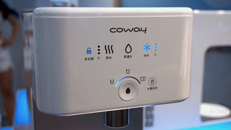 內建LED智慧控制面板,結合定量取水設定,使用者一鍵輕觸出水鈕,即可倒出剛剛好的...