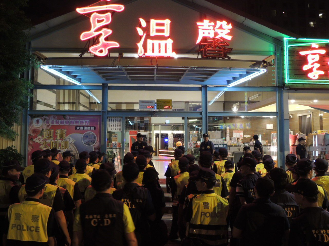 高雄市警察局展開為期3個月的青春專案,鳳山分局秉持防微杜漸的觀念,針對轄區內易有...