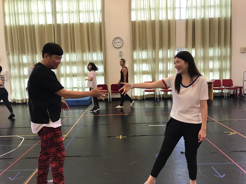 黃嘉千、曾國城排練音樂劇「愛呀,我的媽!」。圖/果陀提供
