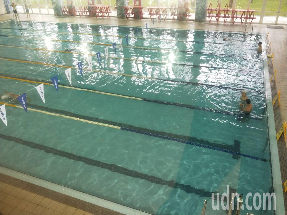 有民眾向媒體投訴,到宜蘭國民運動中心游泳後罹患腸胃炎,還有人眼睛感染;縣府表示,...