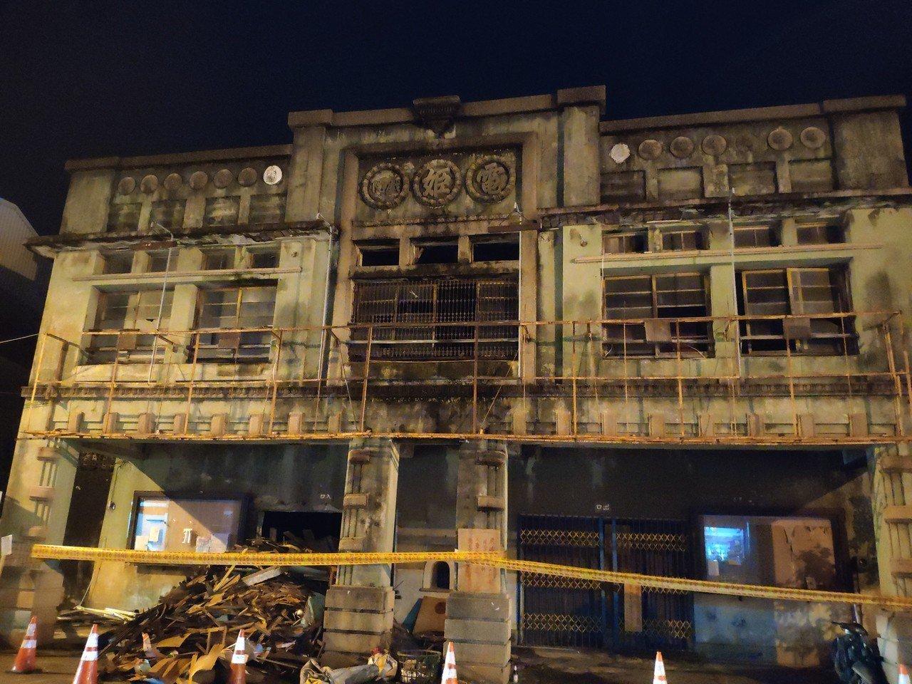 被台南市列為歷史建物的麻豆電姬戲院,上月傳出內部木構桌椅遭「誤拆」,外界愕然。記...