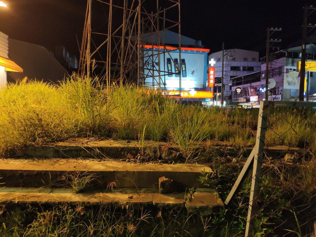 台南善化戲院拆除,原址殘存戲院台階。記者謝進盛/攝影