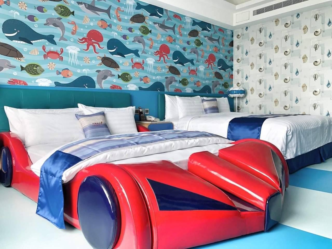 礁溪新飯店川湯春天旗艦館的超跑主題房,鮮豔亮麗,小男孩最愛。圖/飯店提供
