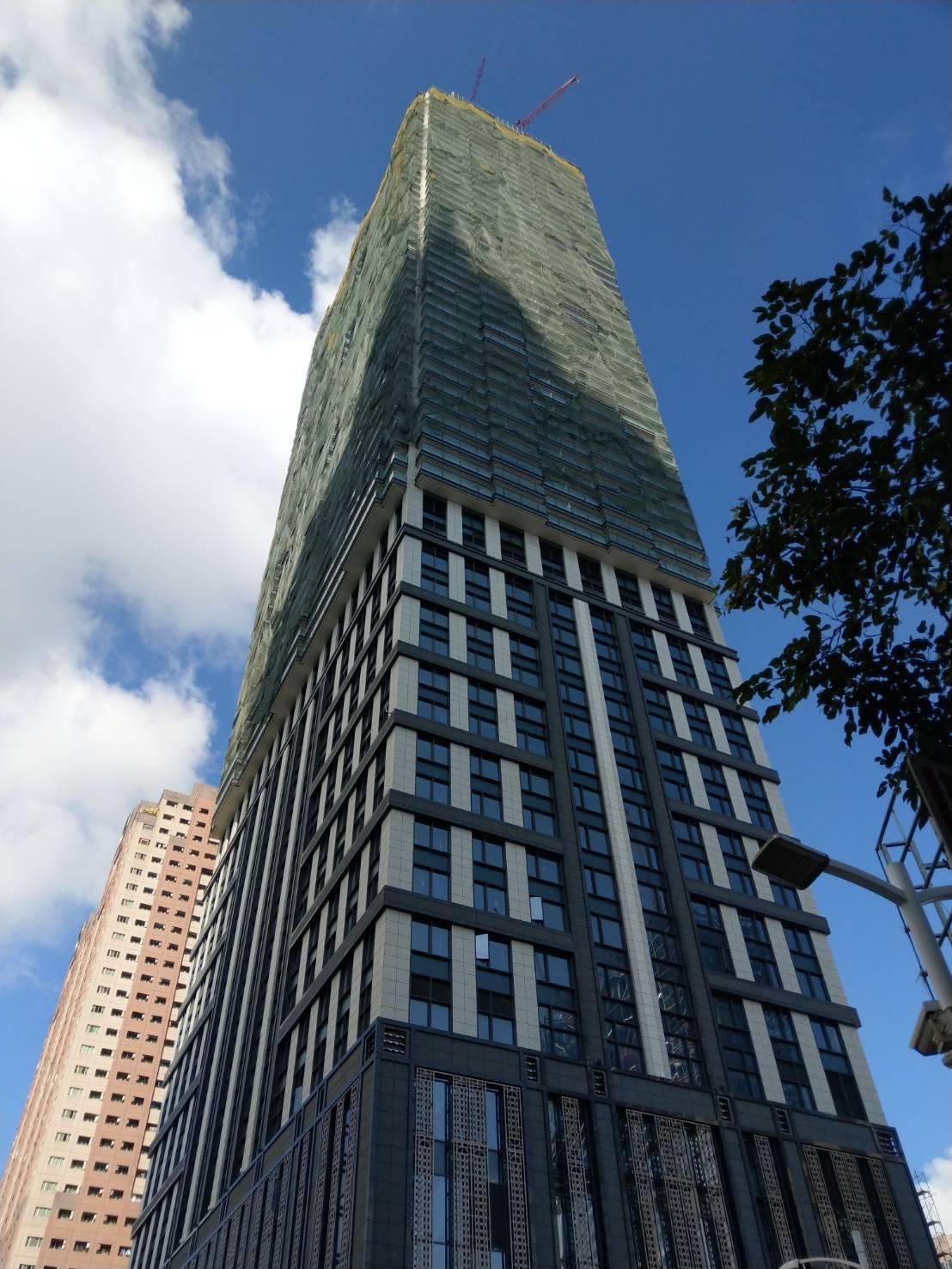 遠雄建設興建的建案「THE ONE」位在中華五路、新光路口,總樓高68層。記者謝...