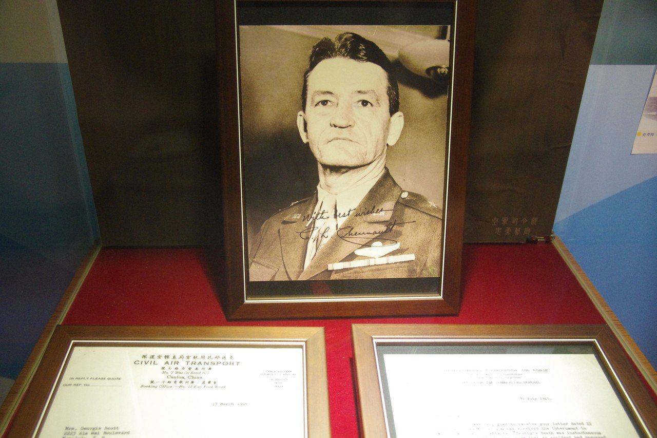陳納德將軍一直是部下心目中不可替代的領袖,這次也展出他寫給殉職部屬史考特遺孀的兩...