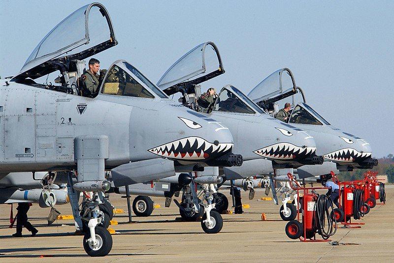 美國空軍23大隊的A-10攻擊機,仍然保持飛虎隊特有的「鯊魚嘴」塗裝。 圖/美國...