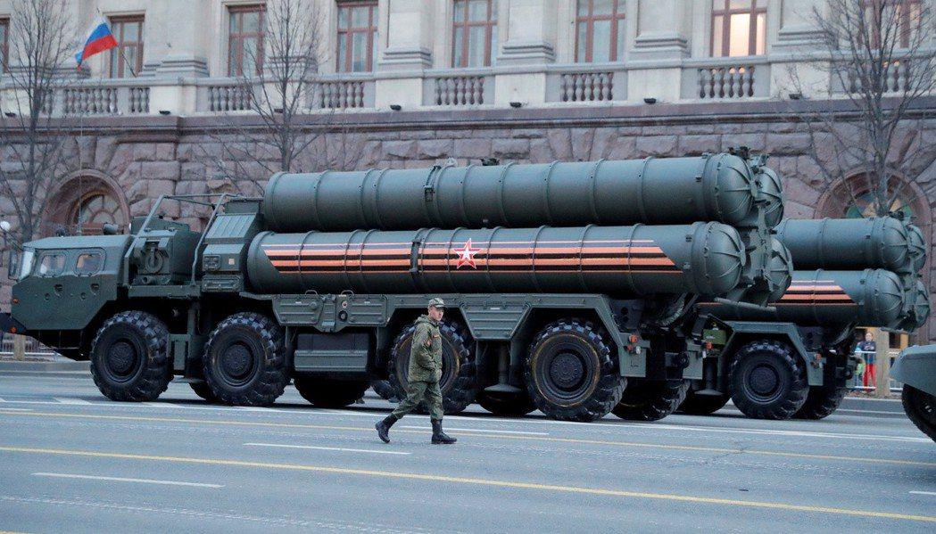 首批俄製S-400飛彈系統12日運抵土耳其。  (路透)