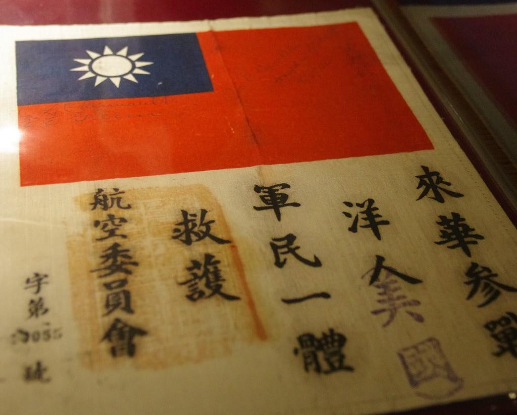抗戰期間,政府估計發出兩萬張血幅,這張是後期樣式,文字改為來華「參戰」。 記者程...