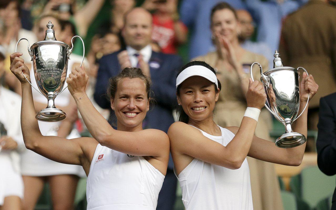 「台捷組合」贏得女雙冠軍,史翠可娃也將一舉登上雙打球后位置,賽後她表示,感謝謝淑...