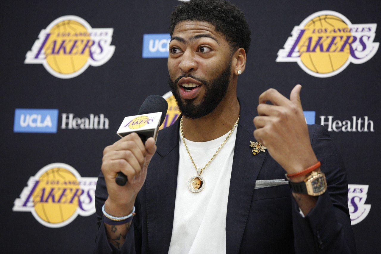戴維斯決定要專注為湖人隊備戰新球季,辭退世界盃籃球賽。 美聯社