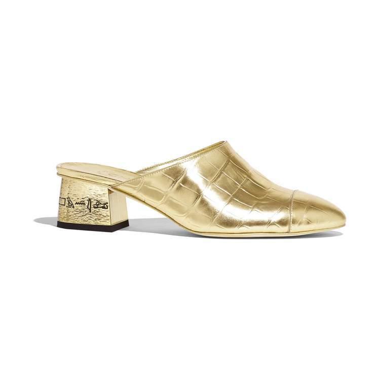 香奈兒2019 Paris- New York工坊系列鞋款,鞋跟上的埃及文字藏了...