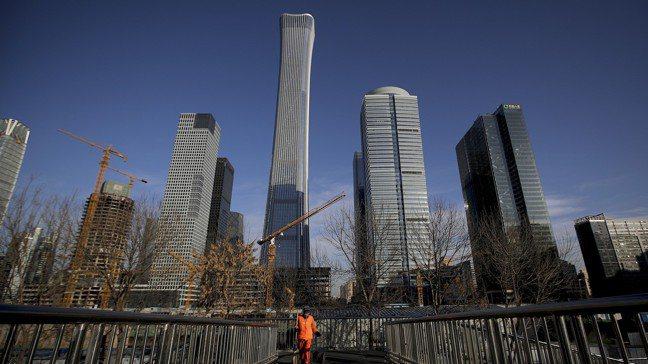 中國經濟成長下半年將進一步減緩,但決策當局正試圖控管成長下降的勢頭。圖/美聯社