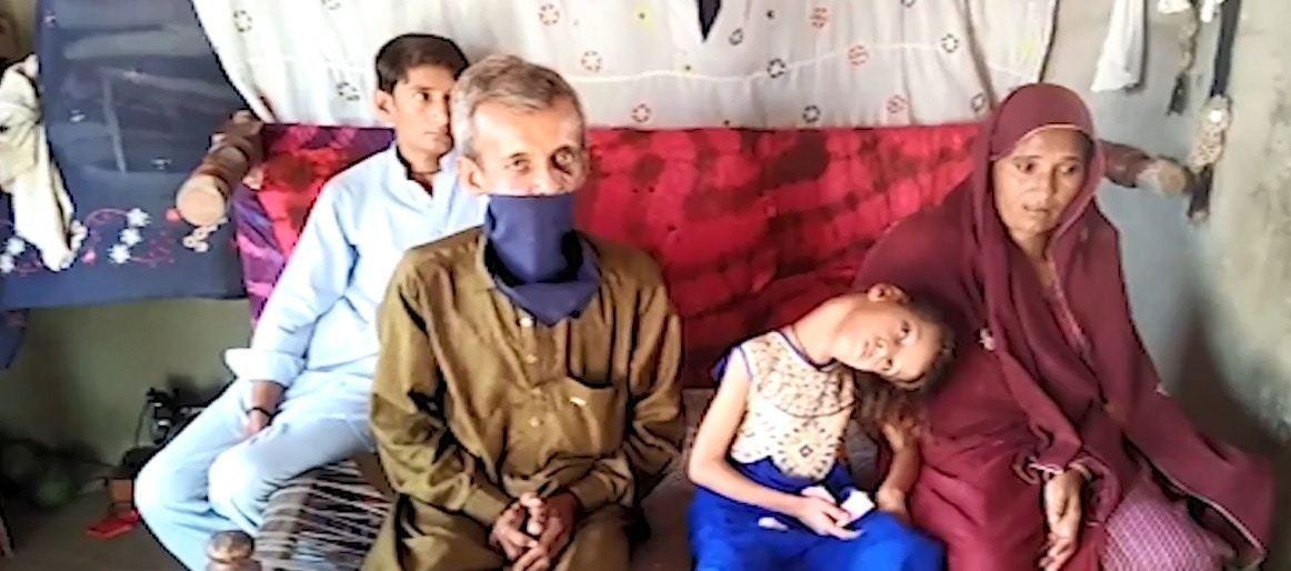 孔巴爾一家非常擔心她的將來。圖擷自Pakistan News youtube影片