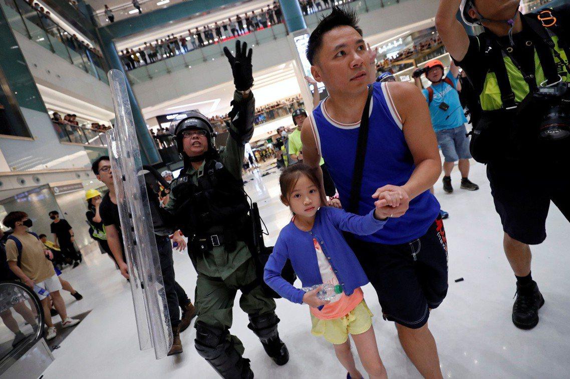 沙田鎮壓衝突的強度,是自7月以來香港警民對立的最嚴重事件之一,警民關係亦降到了歷...