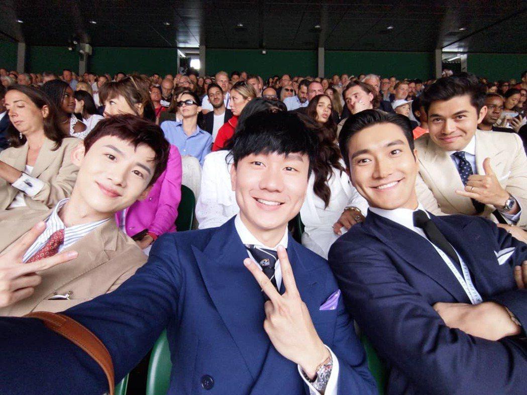 林俊傑(中)與白敬亭(左)、始源(右)在溫網合照,背後出現不少國際名人。 圖/擷