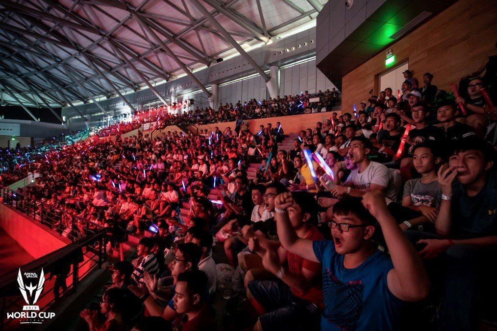 一來一往的比賽讓現場觀賽民眾情緒高昂,不時歡呼鼓譟為隊伍的精彩表現喝采