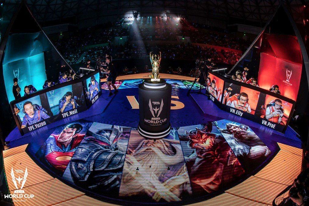 本次比賽舞台採船型設計,雙方選手所用角色也透過影像呈現在舞臺面,呼應比賽城市峴港...