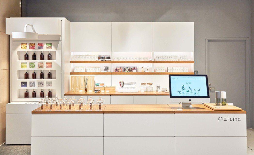 北歐櫥窗引進的第一個日本香氛品牌@aroma,在台北誠品信義北歐櫥窗門市開設海外...