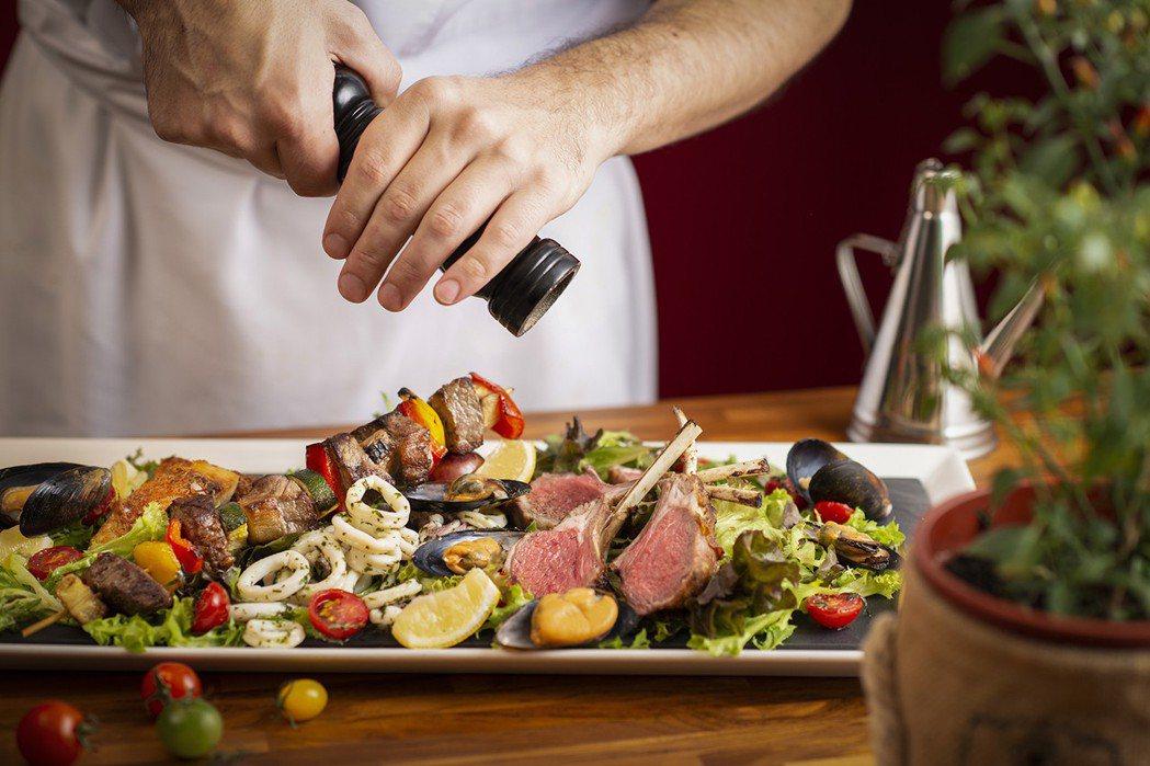 香格里台北遠東馬可波羅餐廳-週日早午餐 義式烤肉拼盤。
