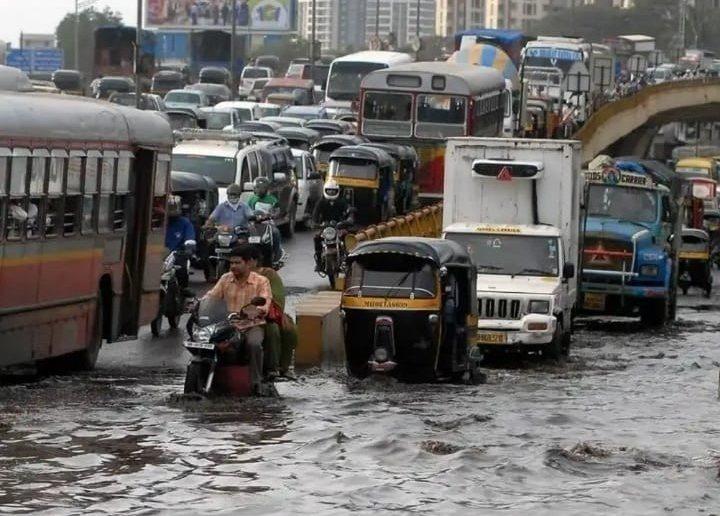 雨季降下暴雨,讓印度等南亞國家深陷洪災中。 (photo by Wikipedia under CC license)