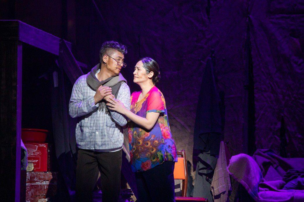 羅美玲(右)首度加入音樂劇「搭錯車」。圖/相信提供