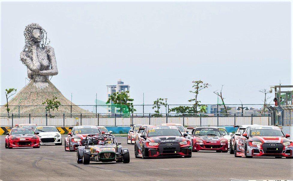 大鵬灣開發公司耗資14億元打造的國際賽車場、全台唯一經過FIA認證G2等級賽道,...