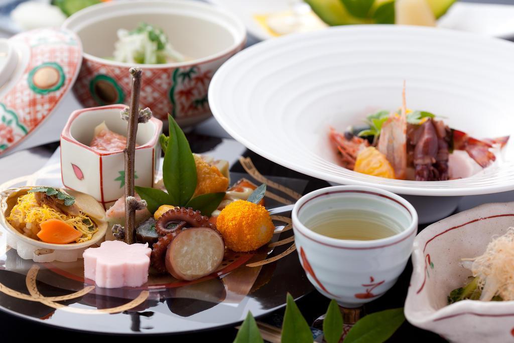 日本檜木建築湯布院山燈館,享受美食與自然芬芳。 Airbnb提供