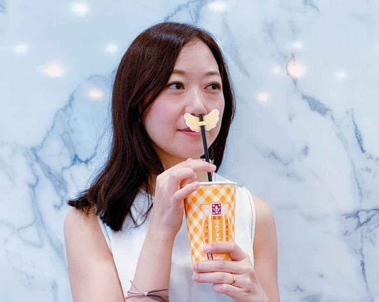 冰森永牛奶糖奶茶特殊「天使吸管」設計,化身IG打卡神器。記者徐力剛/攝影