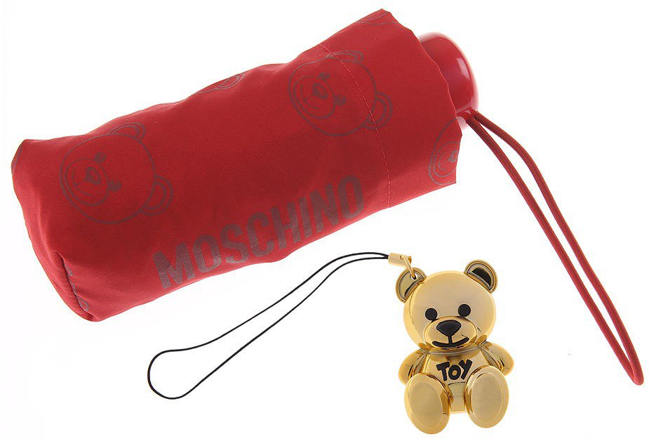 金色小熊吊飾搭配滿版印花的雨傘。圖/Moschino提供