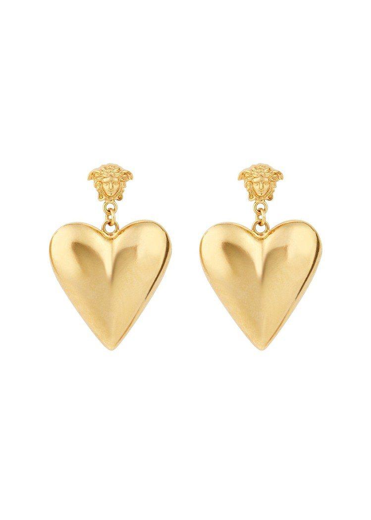 早秋金屬愛心造型耳環有梅杜莎元素,12,000元。圖/Versace提供