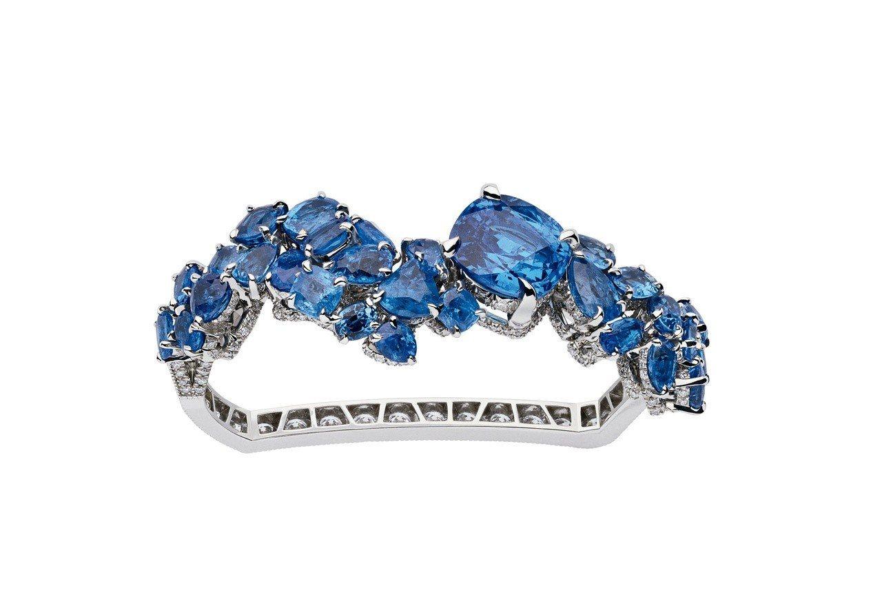 Dior Gem Dior系列鈷藍色尖晶石雙指戒,約2,370萬元。圖/Dior...