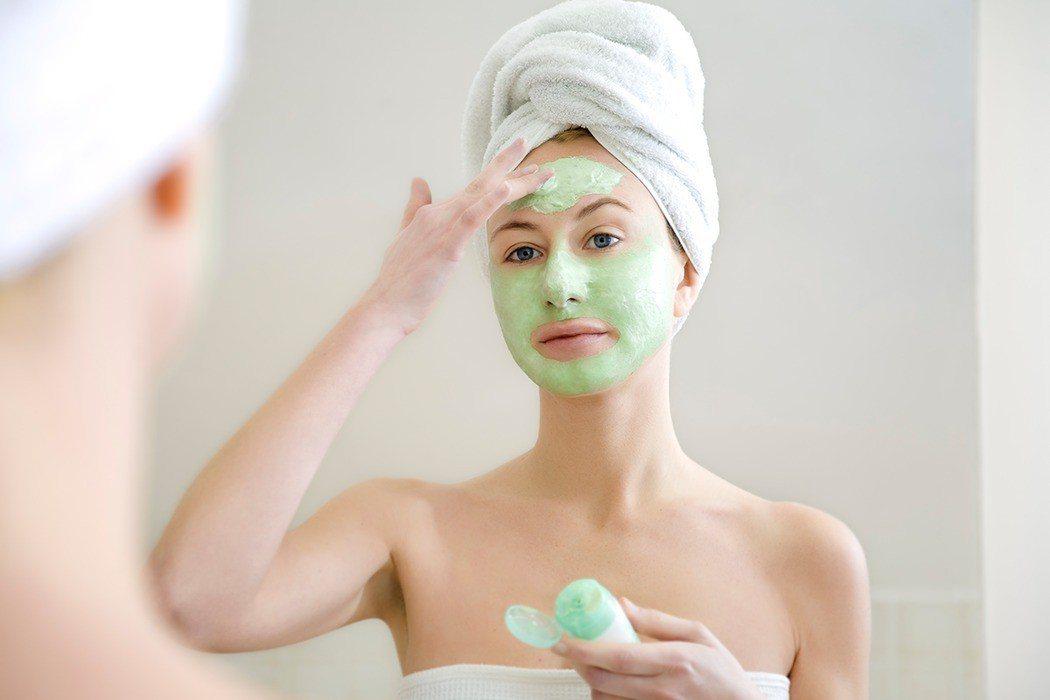 國內一份針對輕熟女肌膚保養觀念的最新調查發現,女性臉部保養最重保濕,逾四成每天使...