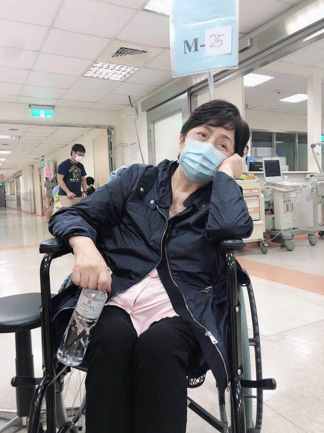 甄珍在高雄連日來行程滿檔,疑太過勞累病倒就醫,目前已無大礙出院休息。圖/甄珍助理