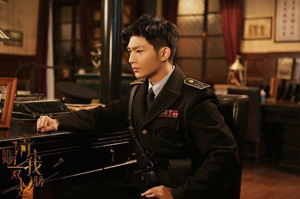 炎亞綸首度主演陸劇「請賜我一雙翅膀」。圖/北京東方飛雲影視提供