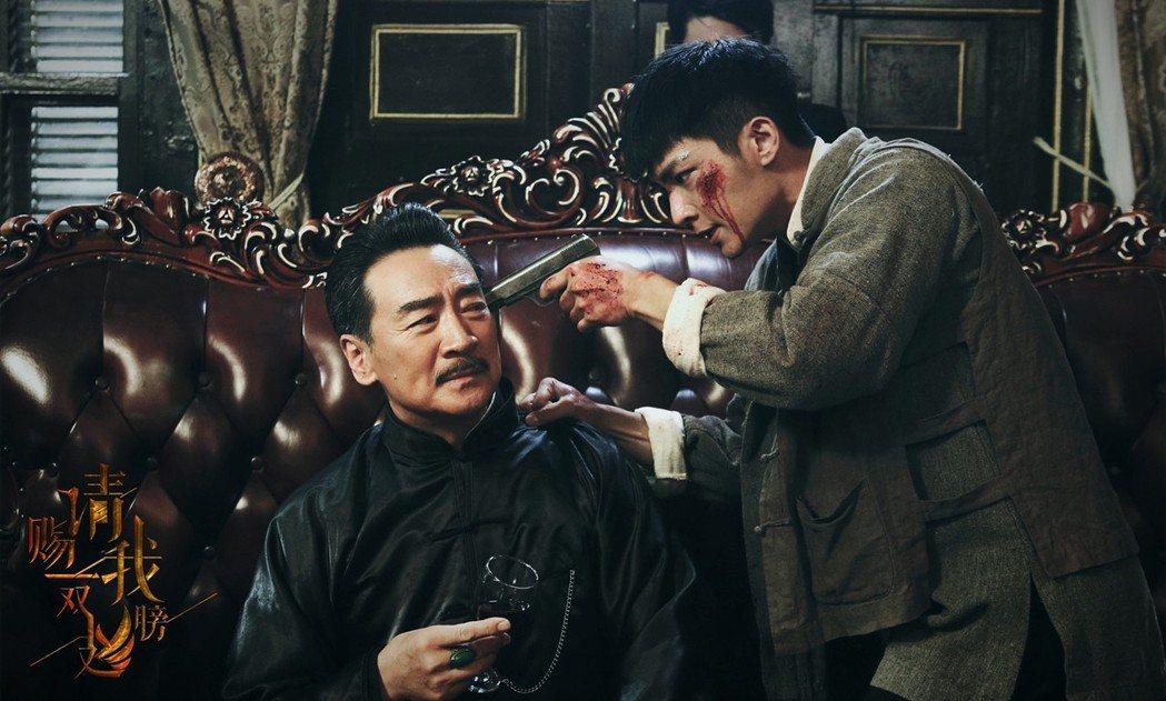 炎亞綸(右)首度主演陸劇「請賜我一雙翅膀」。圖/北京東方飛雲影視提供