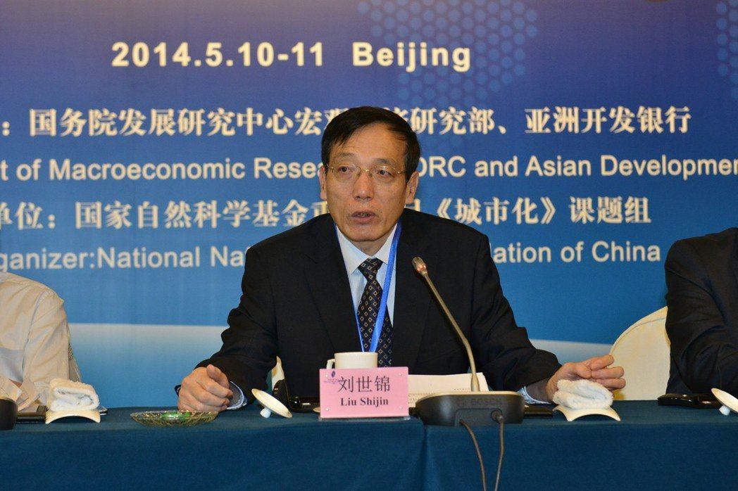 大陸國務院發展研究中心前副主任劉世錦表示,中國若能實施「中等收入群體倍增」戰略,...