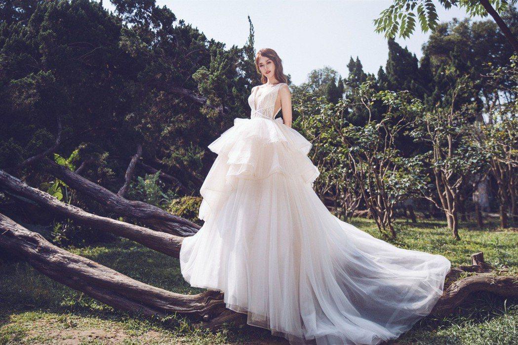 劉宜函婚紗照唯美又有氣勢。圖/wedding21韓式婚紗提供