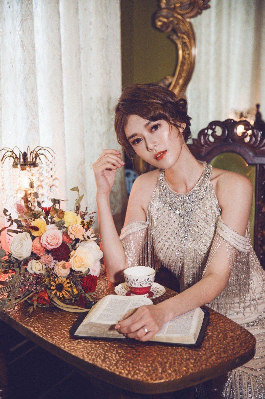 劉宜函在婚紗照中氣質婉約。圖/wedding21韓式婚紗提供