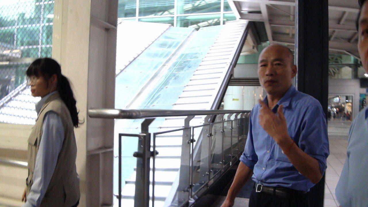 高雄市長韓國瑜今晚搭高鐵回到高雄。記者謝梅芬/攝影