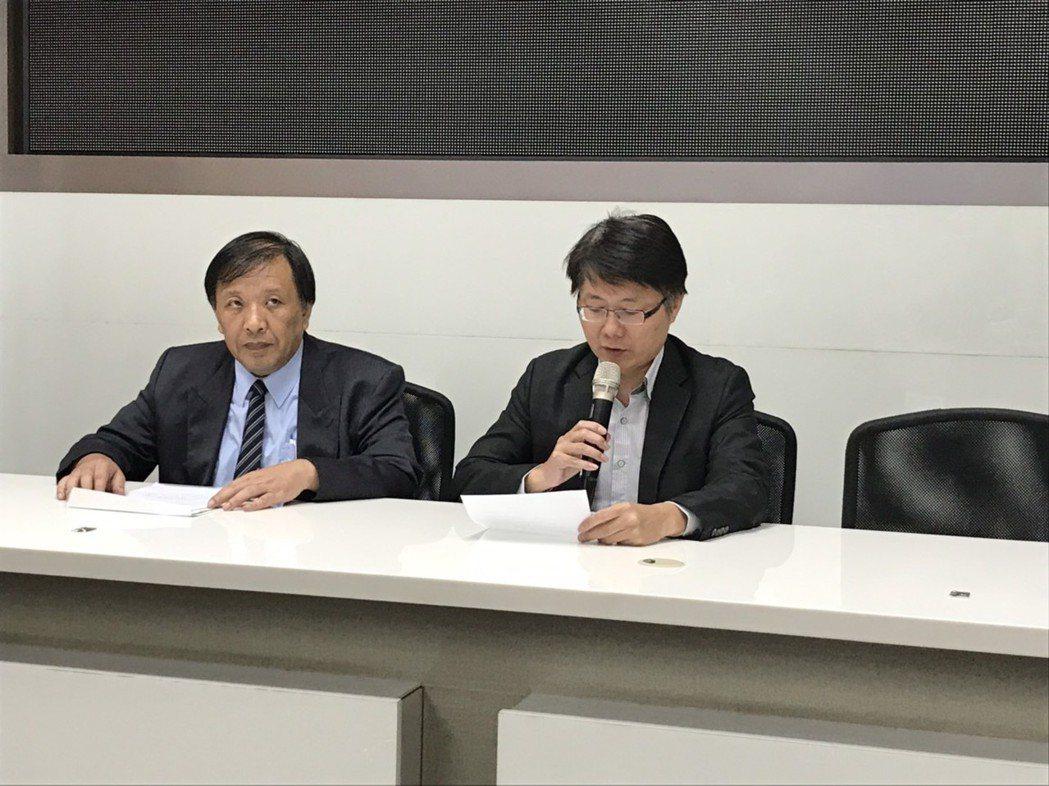 綠能財務長熊穉麟(左)及大同財務長彭文傑,宣布綠能擬召開股東臨時會討論解散清算事...
