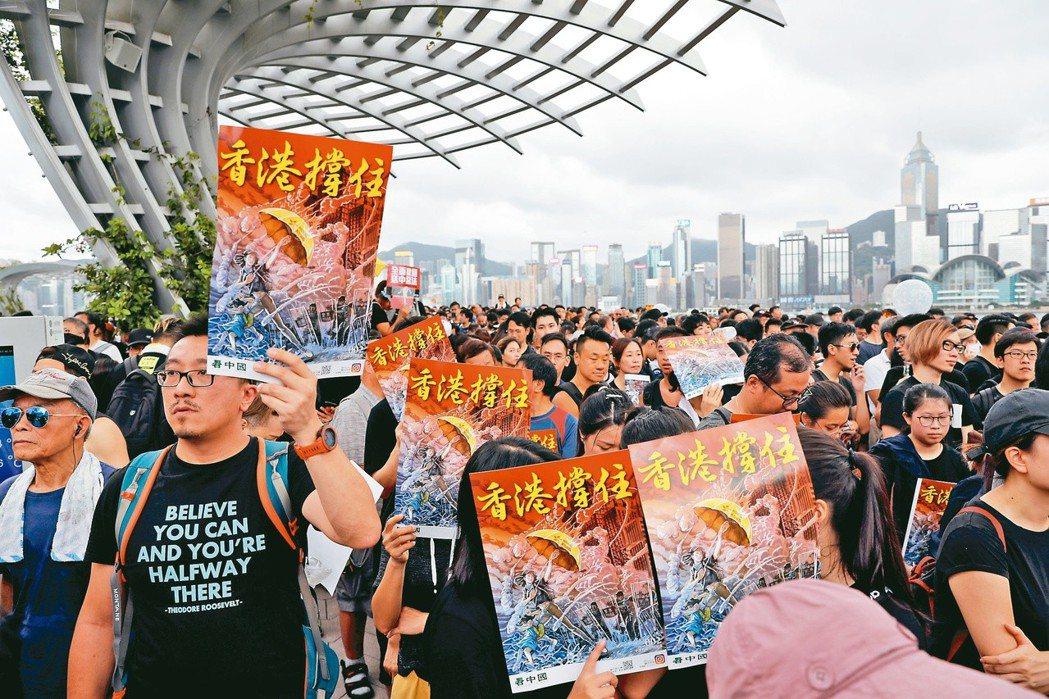 廿三萬香港民眾七日下午參加反送中「九龍大遊行」。(路透)