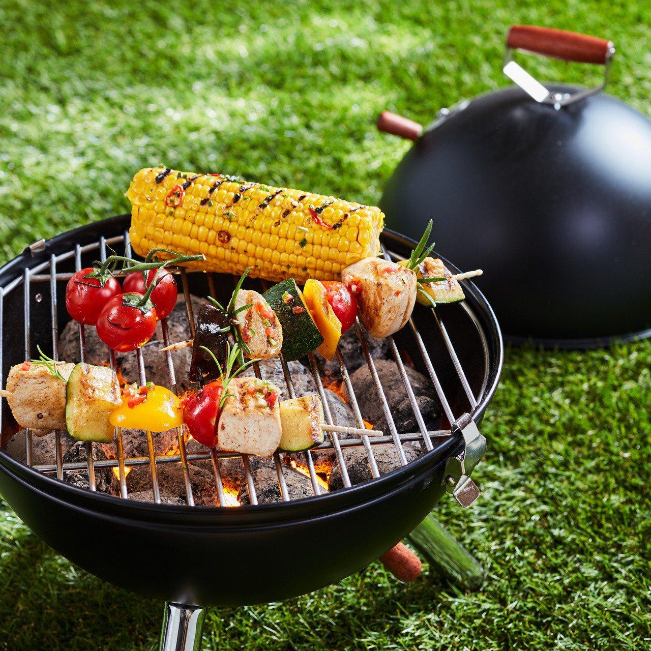 露營野炊風潮正夯,衛福部食藥署提醒,露營野炊的食材保存不慎,或調理不當,都可能造...