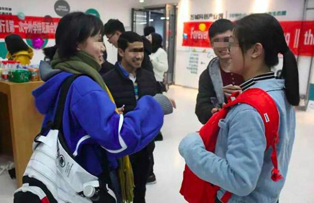 1個外國留學生配3個學伴,學伴報名表特別強調,將「結交外國異性友人」列為選項。 ...