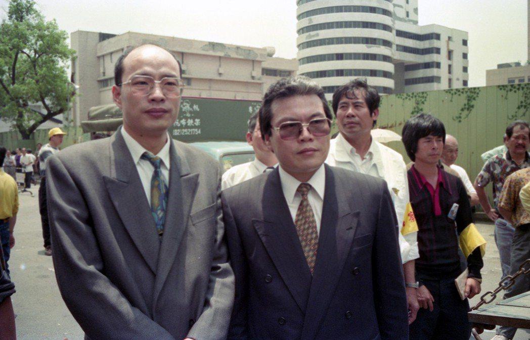 1993年,時任立委的韓國瑜(左)在立院打了陳水扁引發爭議。 圖/聯合報系資料照...