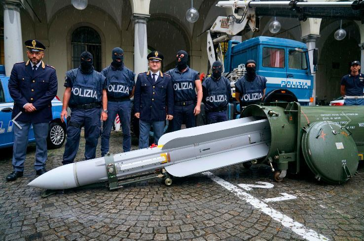 義大利警方破獲一枚空對空導彈。美聯社