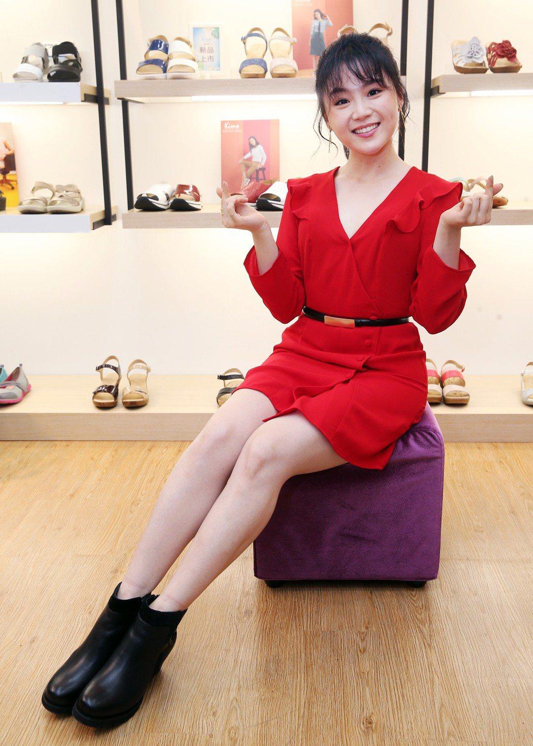楊小黎出席Kimo德國品牌手工氣墊鞋第15家門市開幕活動。記者徐兆玄/攝影
