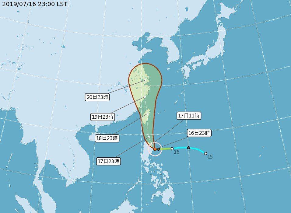 中央氣象局23時發布的丹娜絲颱風最新預測路徑。 圖/中央氣象局