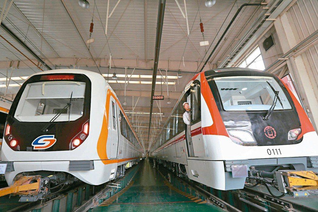 大陸第2季GDP年增6.2%,為27年低點。圖為江蘇南京一家製造地鐵車廂企業。 ...