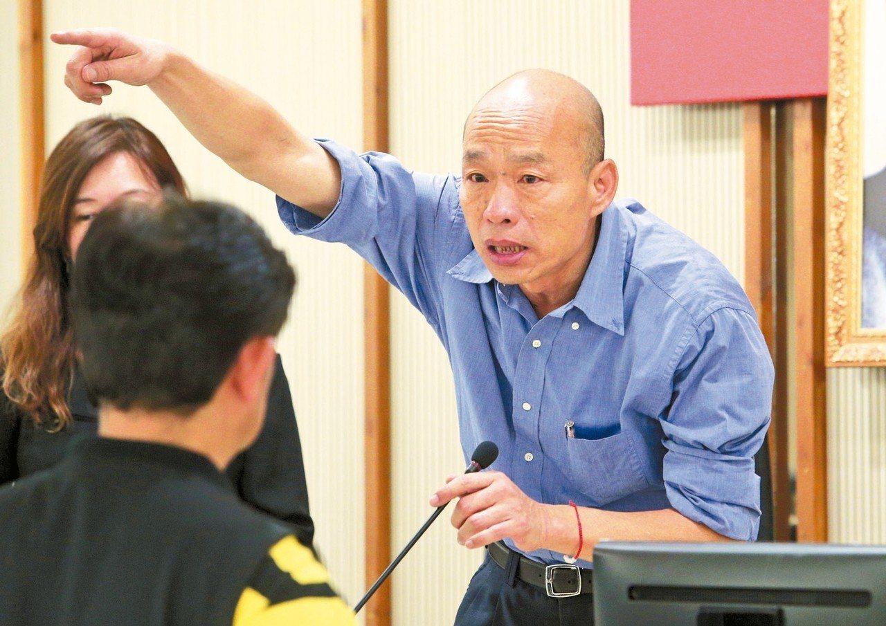 高雄市長韓國瑜在國民黨總統初選勝出,並爭取帶職參選。對此,民進黨高雄市議會黨團要...
